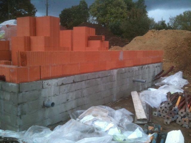 D but d 39 l vation des murs en briques jour 7 question for Construction maison brique ou parpaing